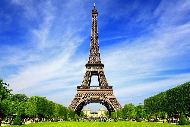 DE PRAGA À PARIS