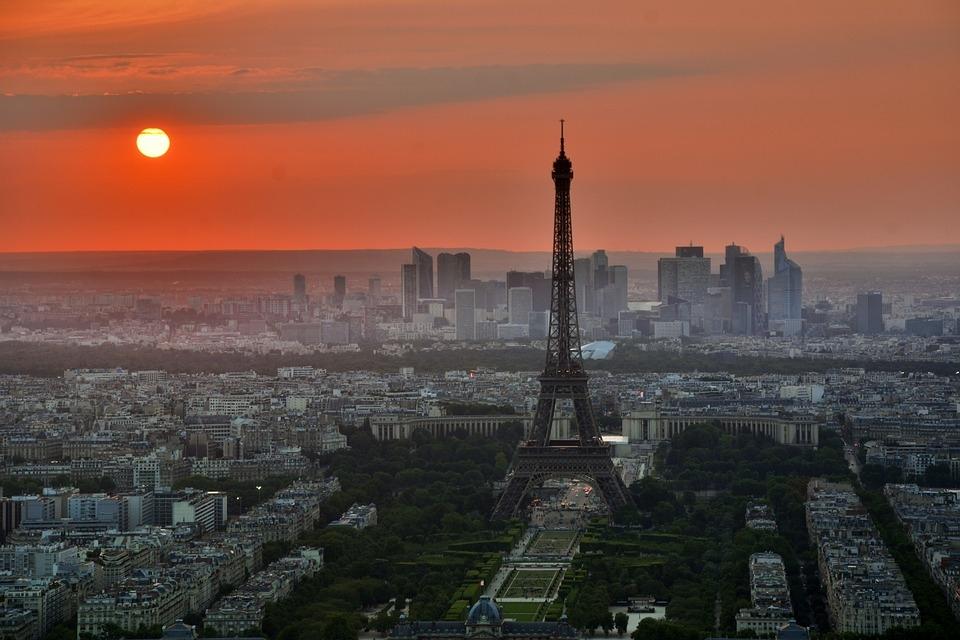 RÉVEILLON - PARIS