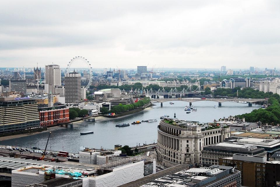 LONDRES, PARIS E LISBOA
